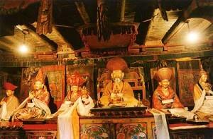 Алтарь в монастыре Стакна. Йога-тур в Гималаи