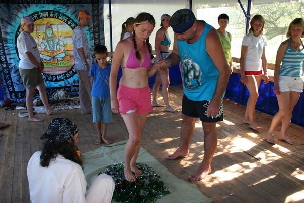 Йога-тур на Алтай. Практика Стеклохождения