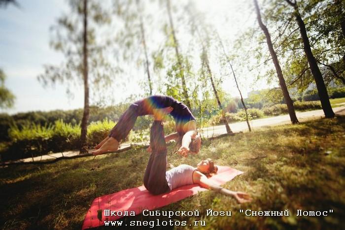 Фото Искусство чувствовать друг — друга или Акро-йога