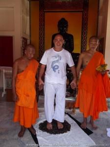 Монахи